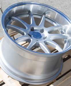 DS02 DS02 18X10.5 5X114.3 Silver Machined Lip